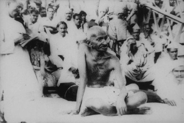 Gandhi in Bihar after earthquake